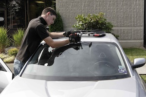 phoenix az windshield replacement technician