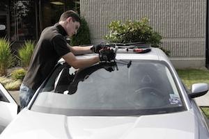 phoenix az windshield replacement technician
